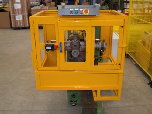 Protezioni personalizzate per macchine speciali sono progettate su sistema CAD.